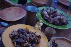Cailles farçies au fromage frais et lard, poêlée de champignons, de quoi bien se nourrir