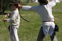 Archerie - Les enfants tirent à l'arc