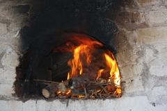 Le four de la boulangerie en train de chauffer