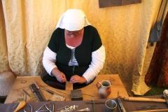 Esther (Zilverlinde), la bijoutière en plein travail